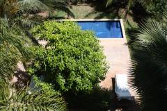 10-private-garden-with-pool